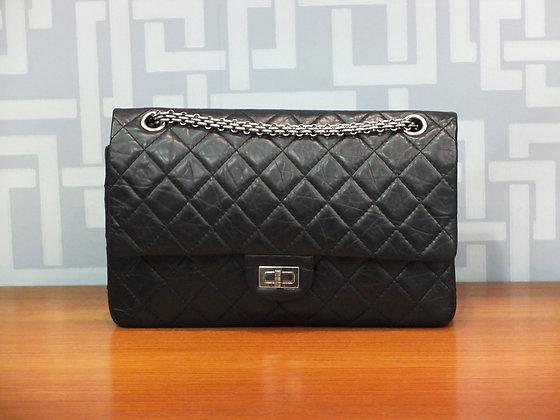 Sac à main Chanel 2.55 moyen modèle en cuir de veau vieilli noir