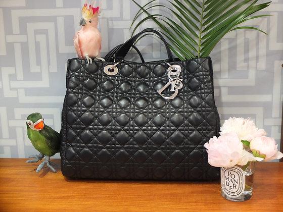 Sac à main Dior Soft de Dior en cuir cannage noir