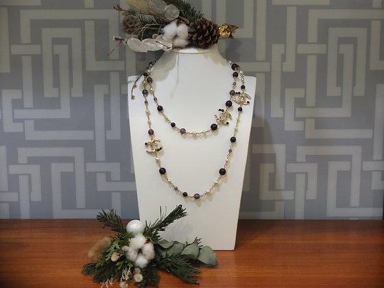 Sautoir Chanel en perles multicolores et métal