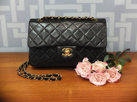 Sac à main Chanel - modèle petit classique en cuir noir