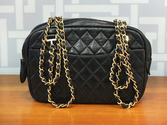 Sac à main Chanel - camera bag en cuir matelassé noir