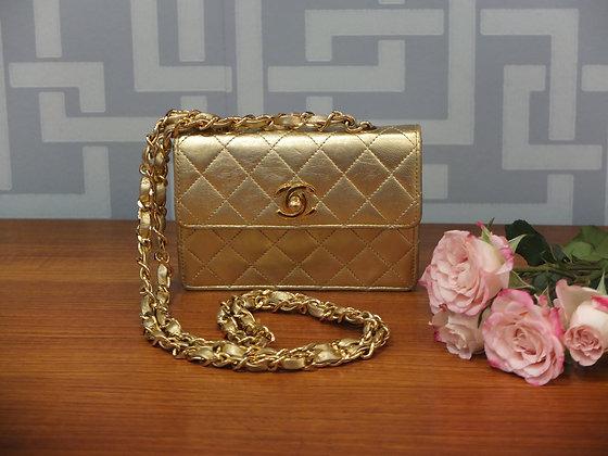 Sac à main Chanel en cuir matelassé or