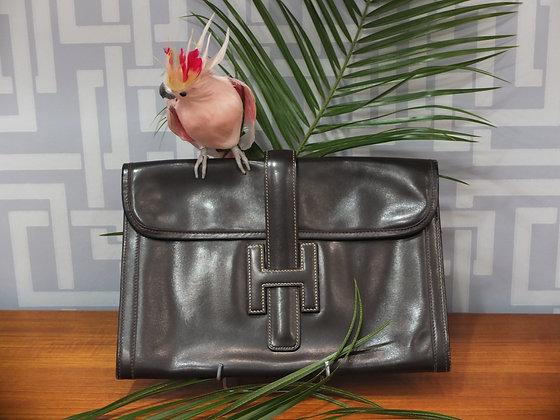 Pochette de jour Hermès modèle Jigé en cuir chocolat
