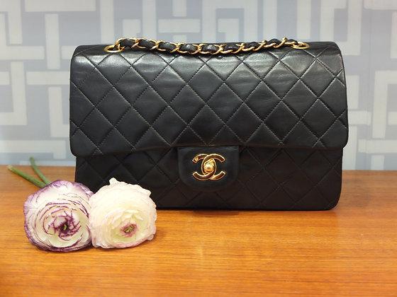 Sac à main Chanel - modèle classique en cuir noir