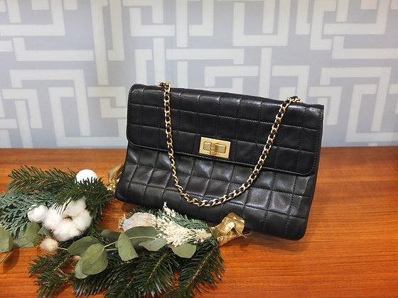 Pochette Chanel 2.55 en cuir matelassé noir