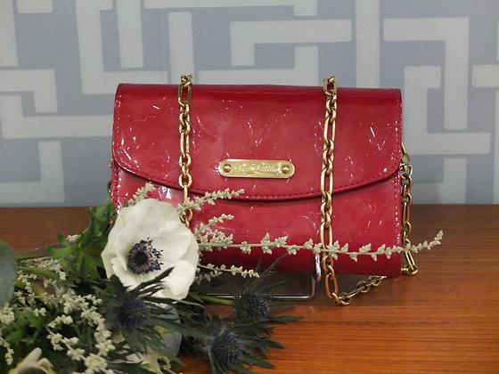 Pochette Louis Vuitton en cuir vernis rouge