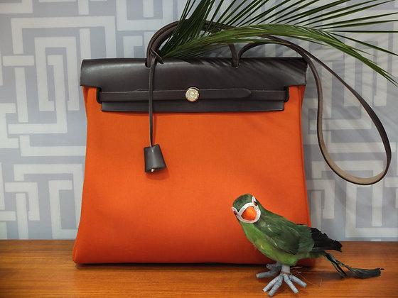 Sac à main Hermès Herbag en toile orange/rouge et cuir chocolat