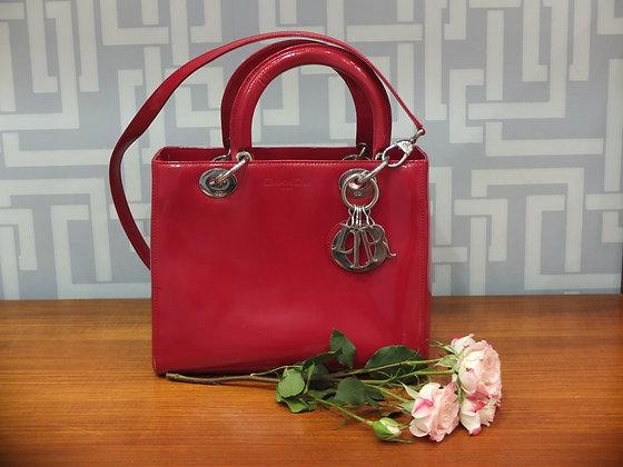 Sac à  main Lady Dior en cuir vernis rouge