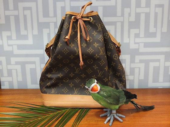 Sac à main Louis Vuitton modèle Noé en toile monogrammée et cuir naturel