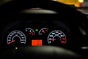 car-dashboard-2667434_1920.jpg