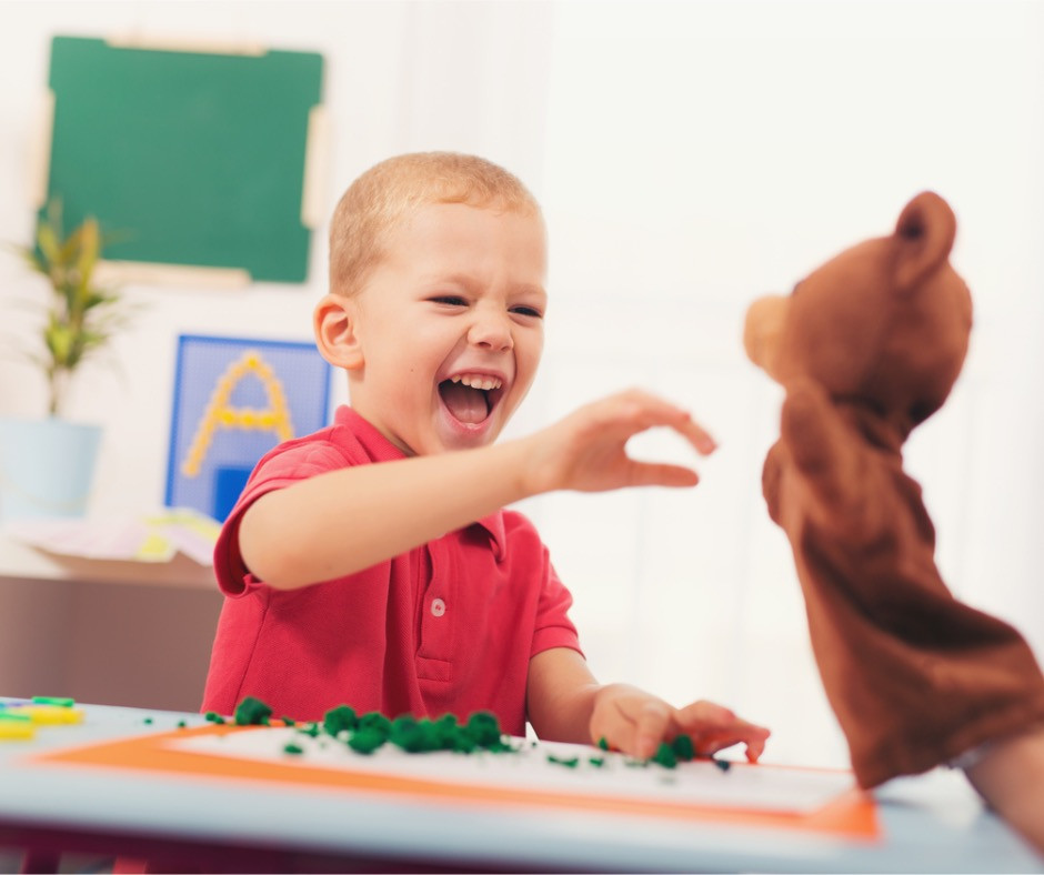 little-boy-during-lesson-with-his-speech-therapist-picture-id615620480.jpg