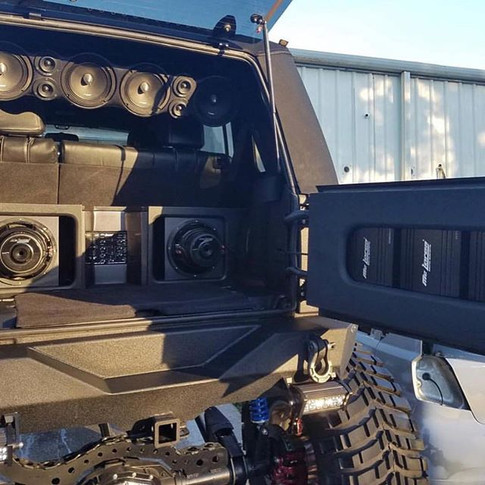 Owner_ _jeep_gunner sound installation _ _trebolsound To all our veterans_ THANK YOU!