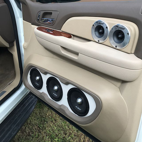 Clean with all those Mc Laren Sound Systems loudspeakers.jpg