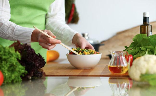 Préparation-des-repas-au-domicile-dune-p