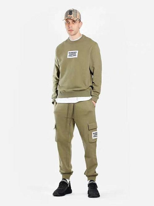 [Burberry ]#버버리 19F/W 최신상 카키 로고 프린트 스웨터 A14075400