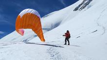 Décollage en parapente à 7500m sur les flancs du Shishapangma (8031m)