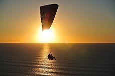 paragliding-918721_960_720.jpg