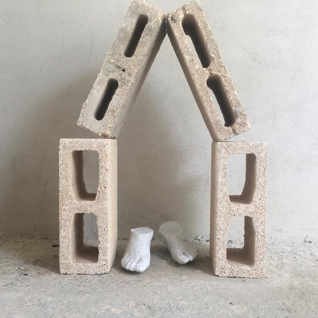 Pies y casa II