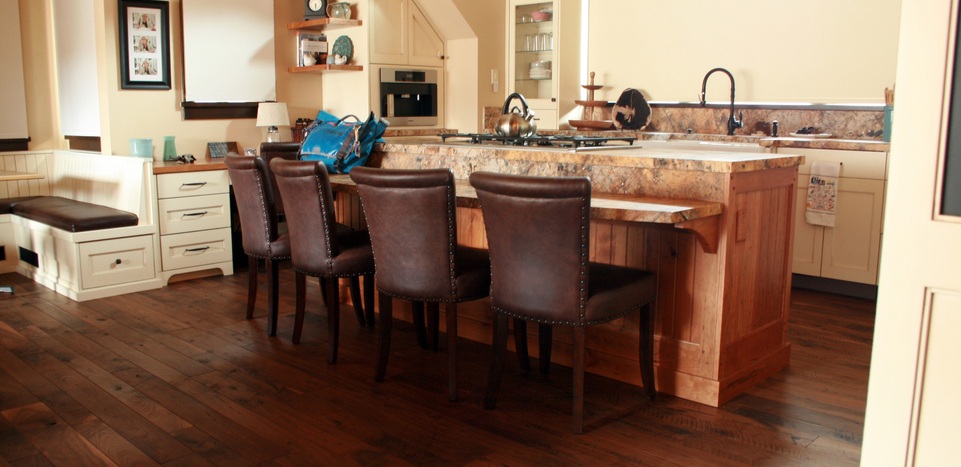 Natural Walnut Flooring with ShadowTextu