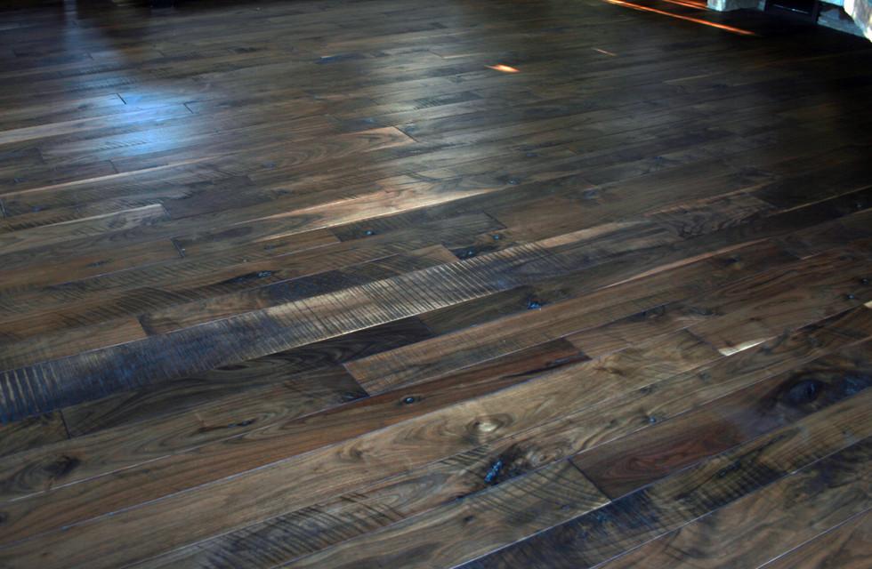 Natural Walnut Flooring with ShadowTextu