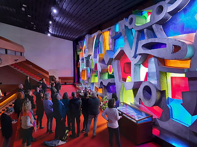 Glasappliqué in betonnen gevelstructuur, Karel Appel; Hofpleintheater Rotterdam (foto: Katrijn Kuypers)