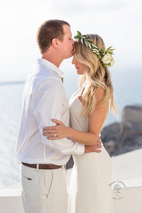Top wedding photographer Santorini Greece