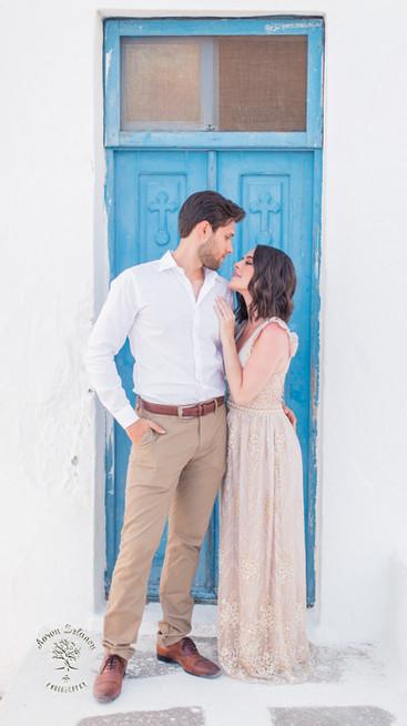 Santorini honeymoon photoshoot