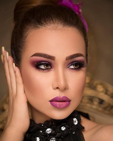 mujer-elegante-maquillaje-bronceado_1145