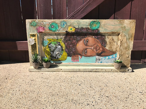 O119 - Decorative Shelf