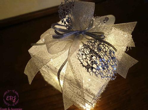 Pacchetto illuminato -argento con fiocco