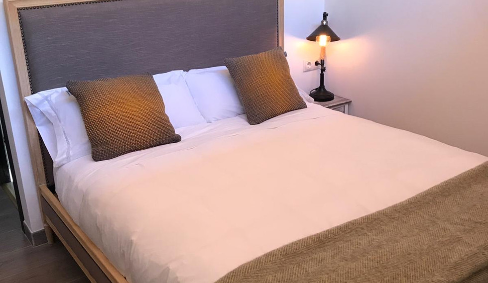 Olivo double bed