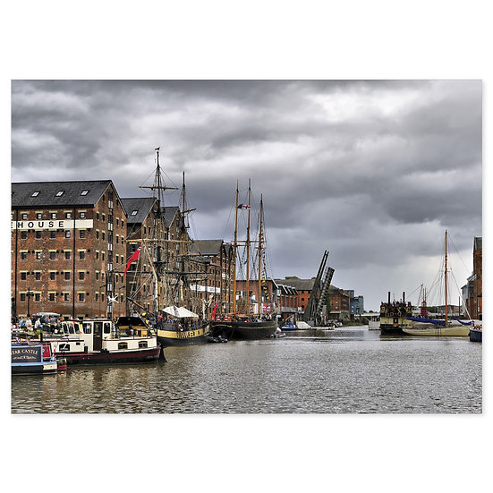 Gloucester Docks - Sold in pack (100 postcards)