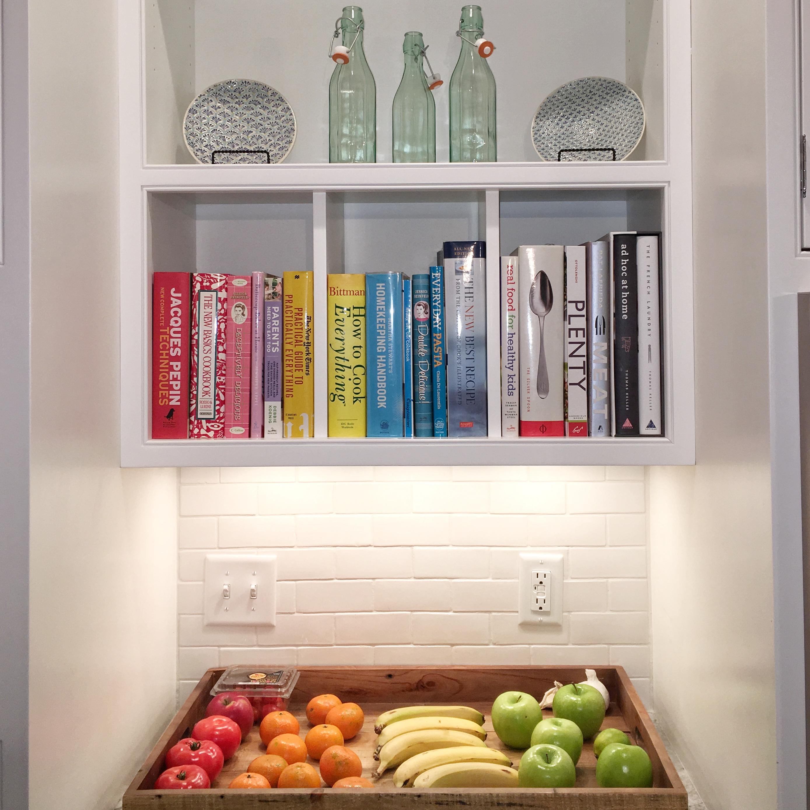 organized kitchen #rainbowbooks