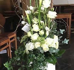 Funerailles decoration eglise autel lutrin cercueil urne