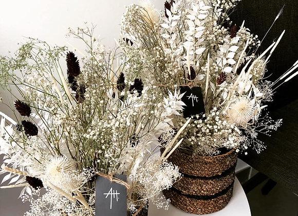 Bouquet séché sauvage avec panier