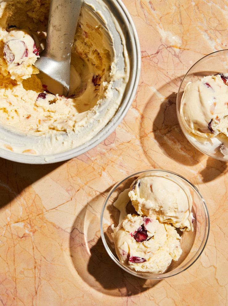Almond and cherry custardice-cream