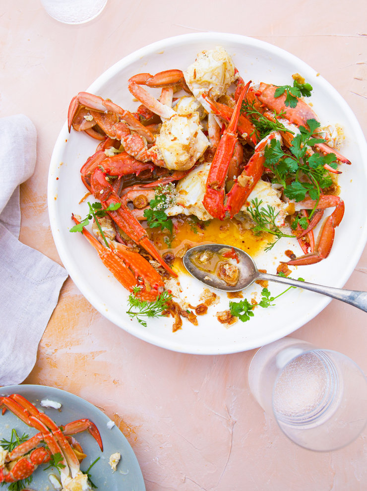 Stir-fried crab with fried garlic, fish sauce and lime
