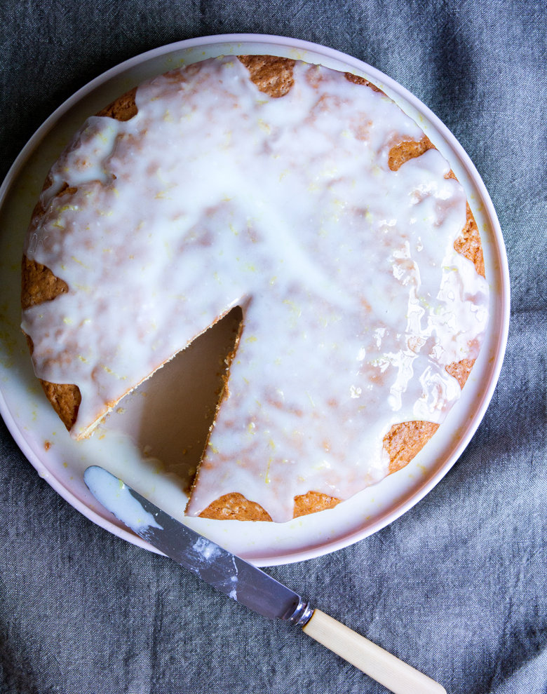 Lemon-yoghurt drizzle cake