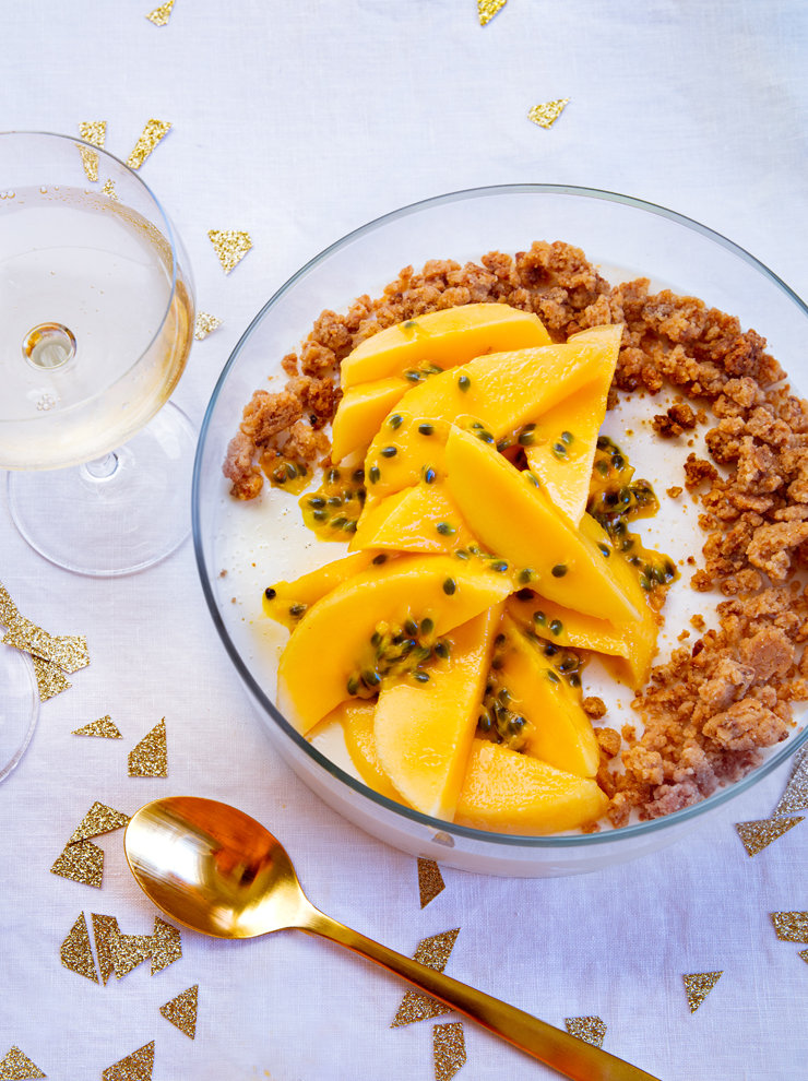 Buttermilk panna cotta with mangoes and caramelised white chocolate crumble