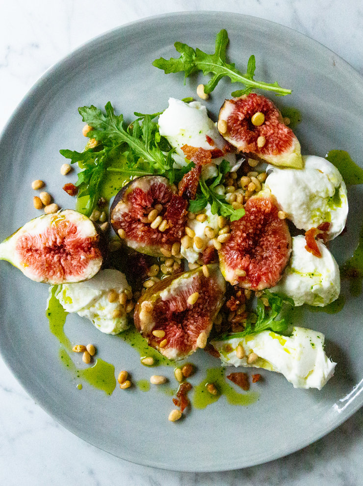 Fig, mozzarella and basil oil salad