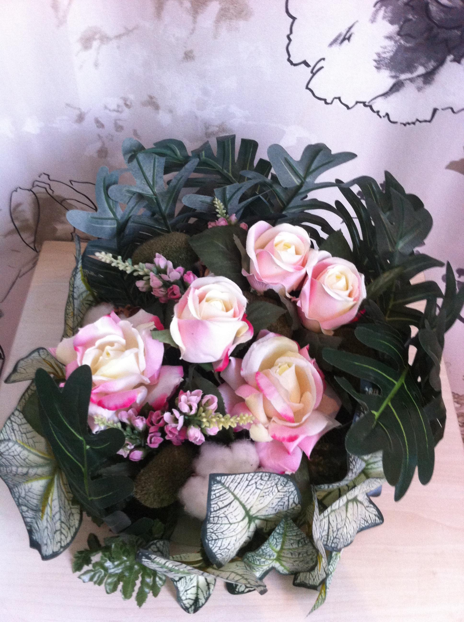 potée de fleurs artificielles