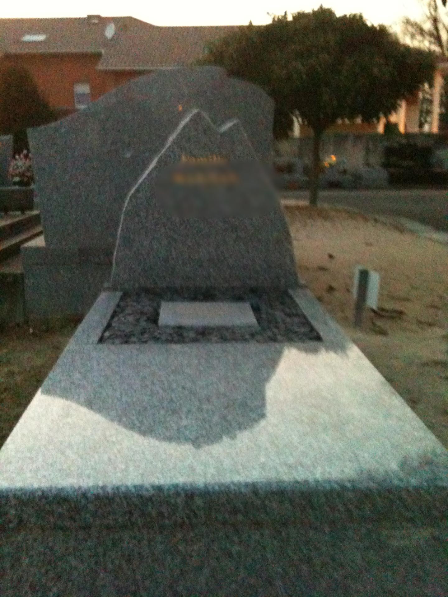Monument Mixte en granit du tarn 64