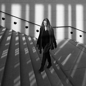 Valeska in the city bw small (pic by U.S