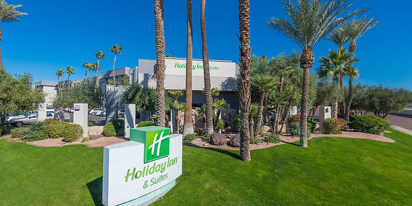 holiday-inn-hotel-and-suites-phoenix-542