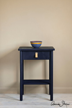 Oxford-Navy-side-table,-curtain-in-Linen