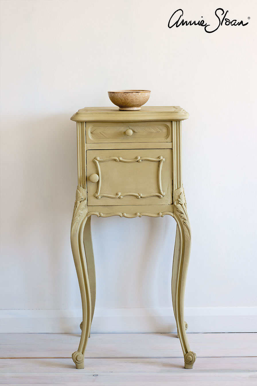 Versailles-side-table,-Ticking-in-Old-Vi