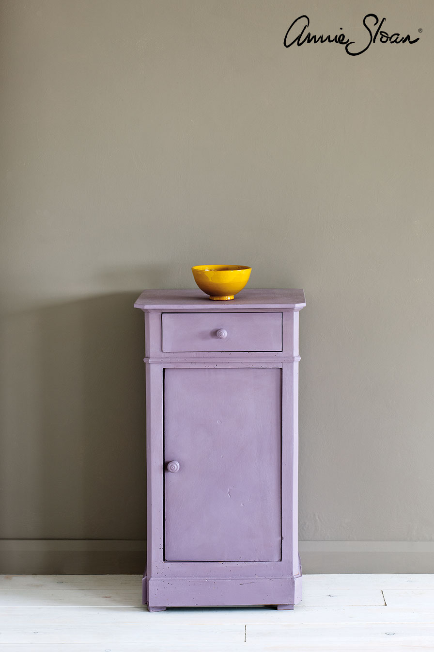 Emile-side-table,-French-Linen-Wall-Pain