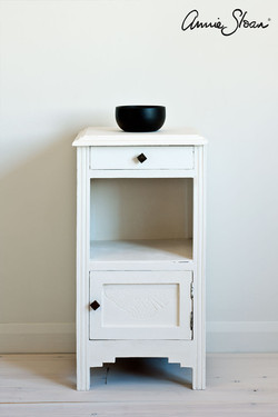 Pure-side-table,-Tacit-in-Graphite-curta