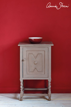 Coco-side-table,-Emperors-Silk-Wall-Pain