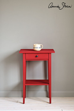 Emperor's-Silk-side-table,-Piano-in-Old-